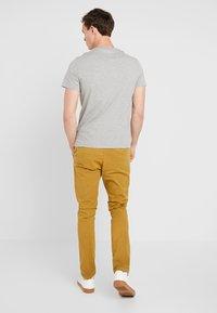 Guess - CORE ORIGINAL - T-shirt print - stone heather grey - 2