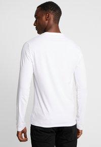 Guess - ORIGINAL LOGO CORE TEE - Camiseta de manga larga - white - 2