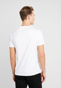 Guess - CORE TEE - T-shirt basic - true white - 2