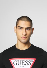 Guess - ORIGINAL LOGO TEE - Print T-shirt - jet black - 3