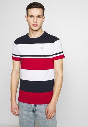 STICK TOGETHER - T-shirt z nadrukiem - macro stripes red