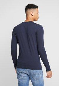 Guess - CORE TEE - Maglietta a manica lunga - blue navy - 2