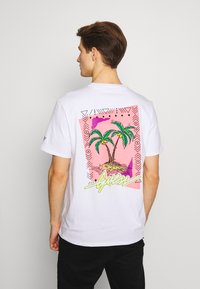 Guess - REMOTE TEE - T-shirt con stampa - blanc pur - 0