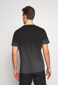 Guess - T-shirt imprimé - jet black - 2