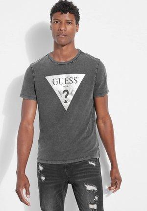 GUESS T-SHIRT LOGODREIECK VORN - Print T-shirt - mehrfarbig schwarz