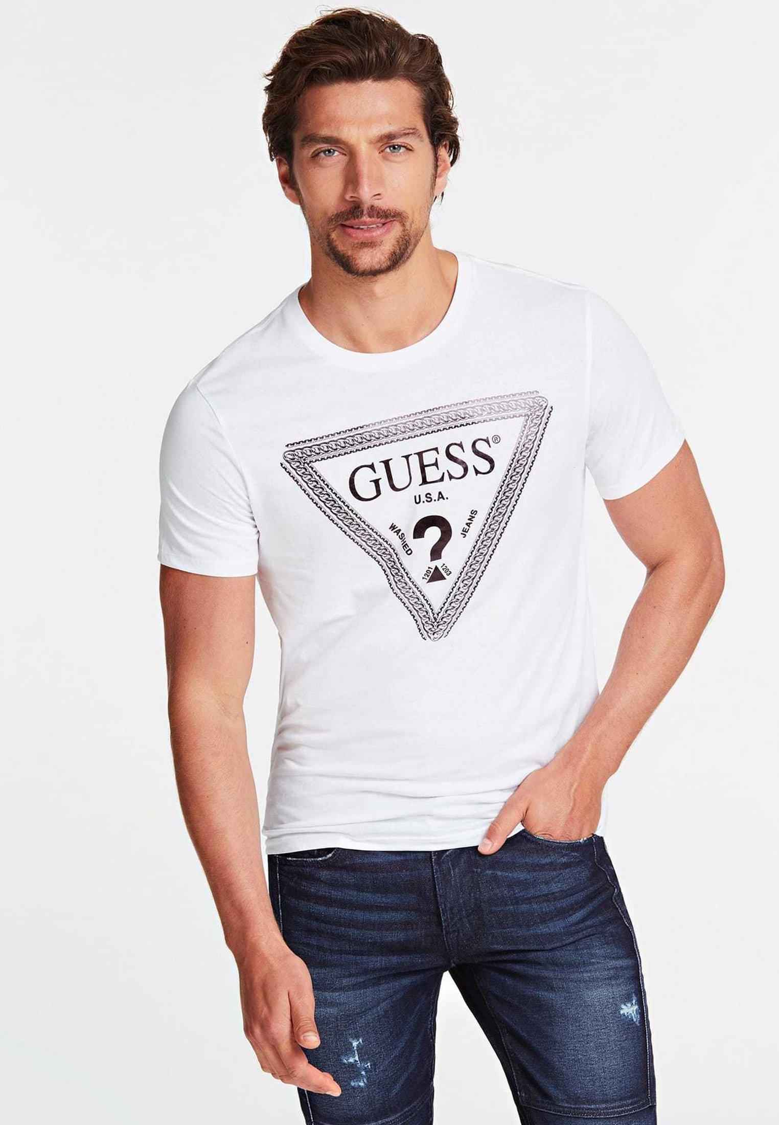 Guess GUESS T-SHIRT LOGODREIECK KETTE - T-shirt z nadrukiem - white
