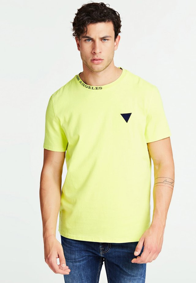T-SHIRT LOGO VOORKANT - T-shirt print - geel