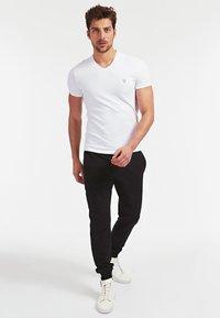 Guess - A$AP ROCKY - T-shirt basic - weiß - 1