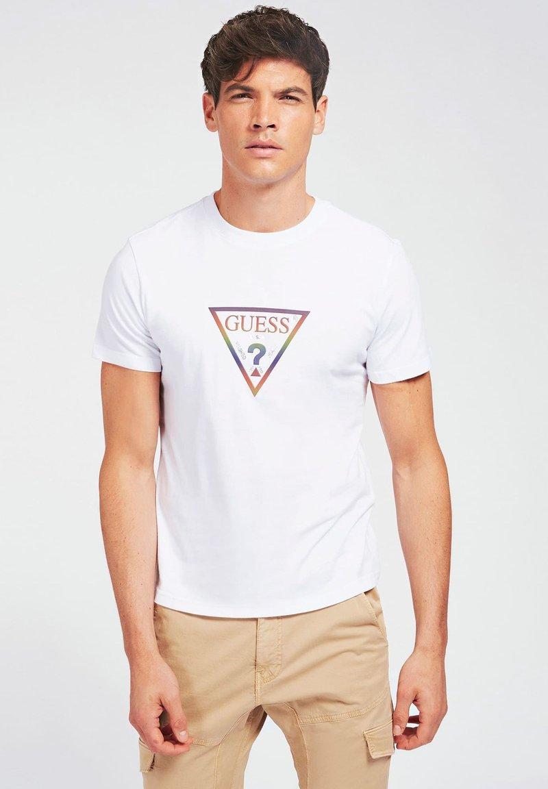 Guess - T-shirt z nadrukiem - weiß