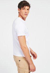 Guess - T-shirt z nadrukiem - weiß - 2