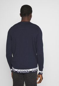 Guess - LS RN NAT SWEATER - Sweter - blue navy - 2