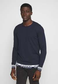 Guess - LS RN NAT SWEATER - Sweter - blue navy - 0