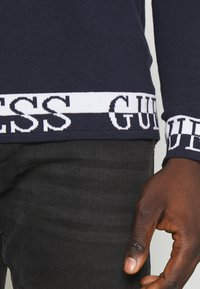 Guess - LS RN NAT SWEATER - Sweter - blue navy - 5