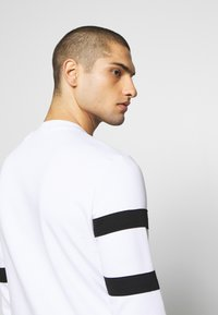 Guess - JACK - Sweatshirt - true white - 4