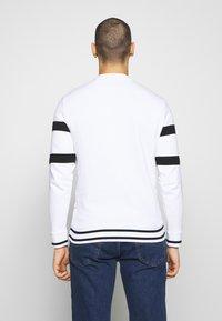 Guess - JACK - Sweatshirt - true white - 2