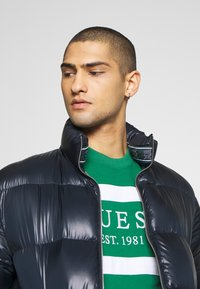 Guess - JACK - Sweatshirt - field green - 3