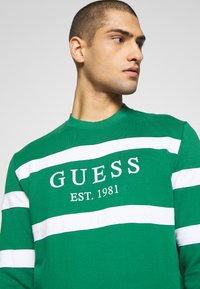 Guess - JACK - Sweatshirt - field green - 5