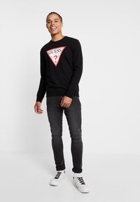 Guess - REGULAR FIT - Sweatshirt - jet black - 1
