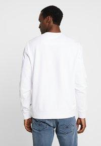 Guess - HUFFIE - Sweatshirt - true white - 2