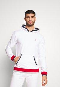 Guess - ALBAN HOODIE  - Bluza z kapturem - blanc pur - 0