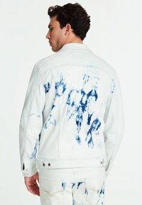 Guess - GUESS JEANSJACKE SLIM - Kurtka jeansowa - hellblau - 2