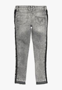 Guess - ANKLE LENGHT - Skinny džíny - sporty acid wash