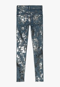 Guess - JUNIOR SKINNY PANTS - Skinny džíny - glacial damage blue - 1