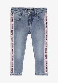 Guess - TODDLER SKINNY - Skinny džíny - medium vintage blue - 2