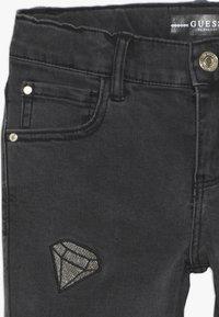 Guess - JUNIOR SKINNY PANTS - Skinny džíny - black faded denim - 3