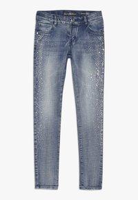 Guess - JUNIOR SKINNY PANTS - Skinny džíny - denim light blue - 0