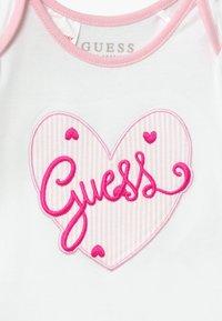 Guess - SET - Cadeau de naissance - rayure blanc/roses - 4
