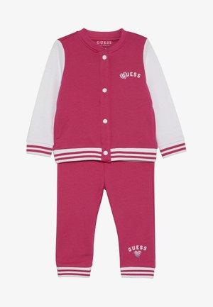 HOODED ACTIVE PANTS BABY SET  - veste en sweat zippée - rouge/shocking pink