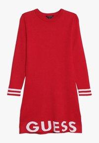 Guess - JUNIOR DRESS - Sukienka dzianinowa - electric crimson - 0