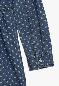 Guess - JUNIOR DRESS CORE - Denimové šaty - blue denim - 2