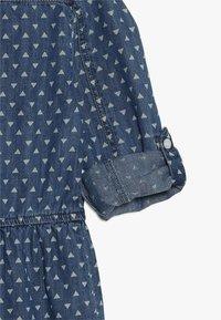 Guess - JUNIOR DRESS CORE - Denimové šaty - blue denim - 3