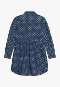 Guess - JUNIOR DRESS CORE - Denimové šaty - blue denim - 1