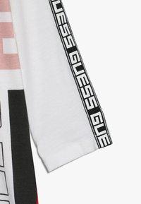 Guess - JUNIOR EXCLUSIVE DRESSES - Jerseyjurk - true white - 4
