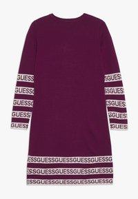 Guess - JUNIOR DRESS - Stickad klänning - baies sauvages - 1