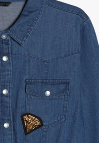 Guess - JUNIOR SLEEVE DRESS - Robe en jean - light blue denim - 3