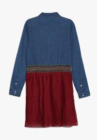 Guess - JUNIOR SLEEVE DRESS - Jeansklänning - light blue denim - 1