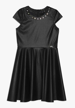 JUNIOR DRESS - Denní šaty - jet black