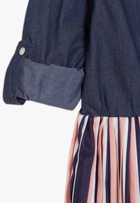 Guess - JUNIOR SLEEVE DRESS - Denim dress - storm dark blue - 2