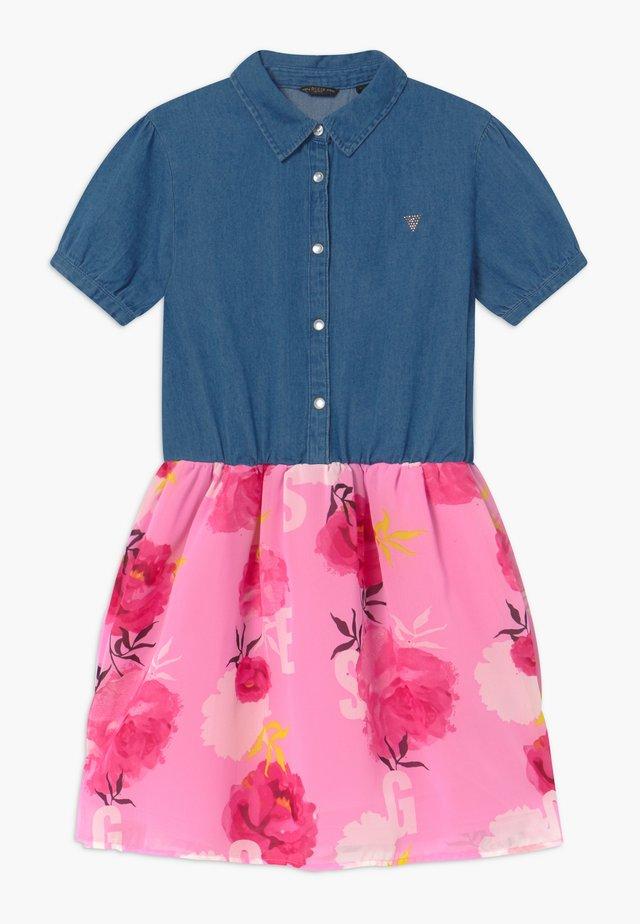 JUNIOR MIXED - Jeanskleid - light-blue denim/light pink