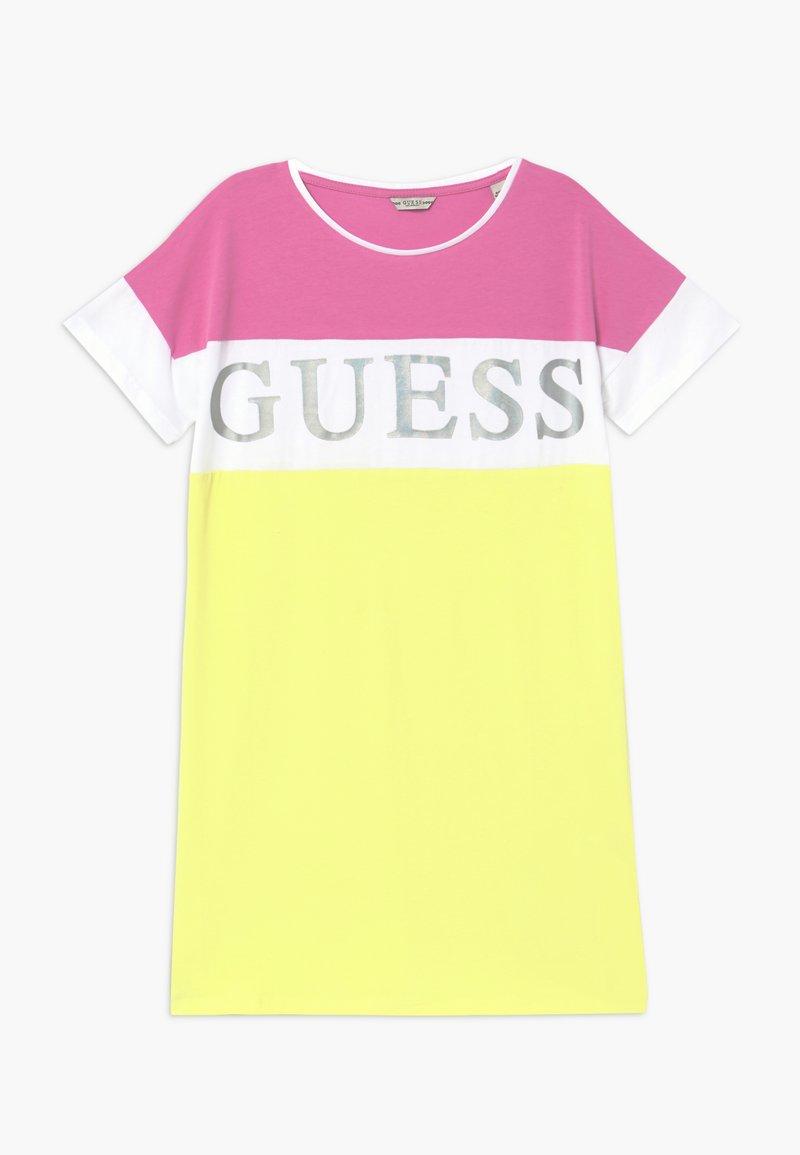 Guess - JUNIOR DRESS - Žerzejové šaty - summer love pink mul