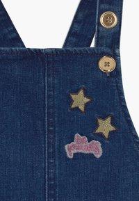 Guess - TODDLER - Vestito di jeans - darker blue wash - 4