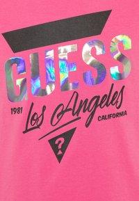 Guess - JUNIORHIGH LOW - Print T-shirt - pop pink - 2
