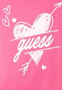 Guess - Print T-shirt - pop pink - 2