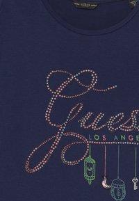 Guess - JUNIORSS CUT OUT SHOULDER - Print T-shirt - bleu/deck blue - 3