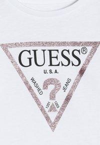 Guess - CORE BABY - T-shirt à manches longues - true white - 4