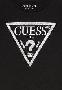 Guess - TODDLER CORE - T-shirt z nadrukiem - jet black - 3